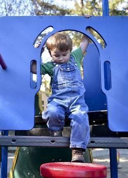 kind op klimrek